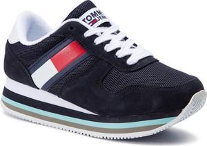 87296d823cbc86 Sneakersy Tommy Jeans na koturnie w młodzieżowym stylu