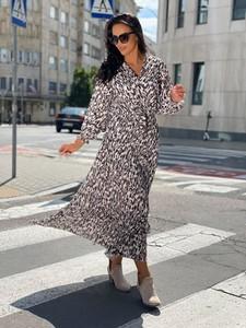 Sukienka ModnaKiecka.pl w stylu casual z dekoltem w kształcie litery v