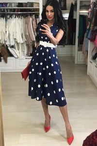 Granatowa sukienka Ivet.pl bez rękawów midi trapezowa