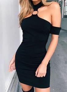 Czarna sukienka Cikelly dopasowana z dekoltem typu choker