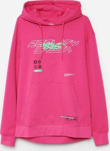 Różowa bluza Cropp w młodzieżowym stylu z nadrukiem