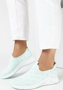 Miętowe buty sportowe born2be w sportowym stylu z płaską podeszwą