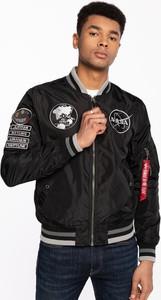 Czarna kurtka Alpha Industries krótka w młodzieżowym stylu