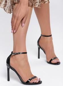 Czarne sandały Renee w stylu klasycznym na wysokim obcasie z klamrami
