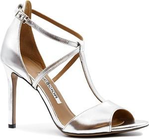 Srebrne sandały Neścior na wysokim obcasie z klamrami w stylu klasycznym