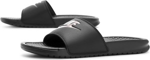 Czarne klapki Nike w sportowym stylu z płaską podeszwą