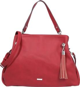Czerwona torebka Tamaris średnia do ręki z frędzlami