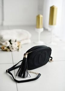 Czarna torebka Fason matowa na ramię