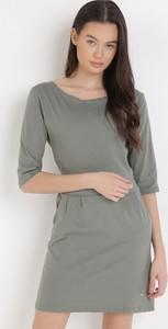 Zielona sukienka born2be z okrągłym dekoltem w stylu casual mini