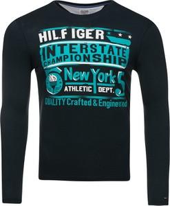 Czarna koszulka z długim rękawem Tommy Hilfiger w młodzieżowym stylu