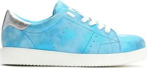 Błękitne buty sportowe born2be na platformie w sportowym stylu