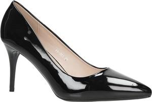 Czarne szpilki Casu w stylu glamour na szpilce na wysokim obcasie