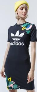 Sukienka Adidas w sportowym stylu z krótkim rękawem mini