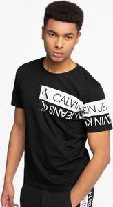 T-shirt Calvin Klein z bawełny w młodzieżowym stylu z krótkim rękawem