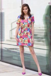 Sukienka Taravio z tkaniny rozkloszowana mini