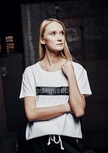 T-shirt DISMISSED z bawełny z krótkim rękawem z okrągłym dekoltem