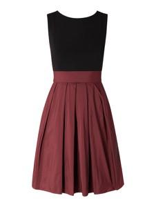Czerwona sukienka Swing