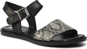 Sandały Nessi z płaską podeszwą z klamrami