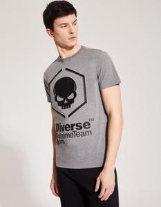 T-shirt DiverseExtreme z nadrukiem w młodzieżowym stylu z krótkim rękawem