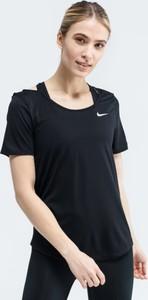 Czarny t-shirt Nike z krótkim rękawem z okrągłym dekoltem