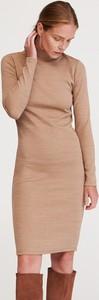 Brązowa sukienka Reserved z golfem w stylu casual midi