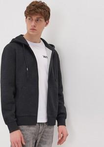 Czarna bluza Sinsay w młodzieżowym stylu