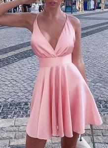 Różowa sukienka Cikelly mini na ramiączkach dopasowana