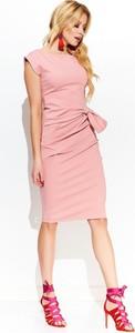 Różowa sukienka Makadamia z bawełny ołówkowa