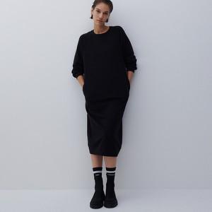 Czarna sukienka Reserved w stylu casual midi