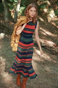 Sukienka Trendyol z okrągłym dekoltem maxi