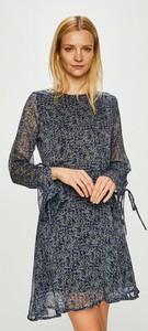 Niebieska sukienka Answear w stylu casual z okrągłym dekoltem z tkaniny