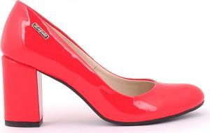 Czerwone czółenka Zapato w stylu klasycznym na średnim obcasie na słupku