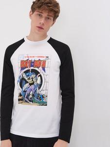 T-shirt Sinsay w młodzieżowym stylu z długim rękawem z nadrukiem