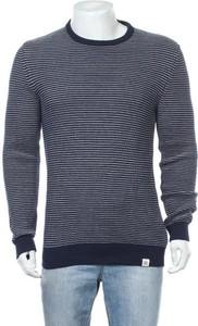 Sweter McNeal z okrągłym dekoltem w stylu casual