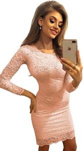 Różowa sukienka NUMOCO mini z długim rękawem bodycon