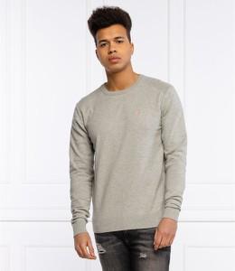Sweter Guess z okrągłym dekoltem z wełny