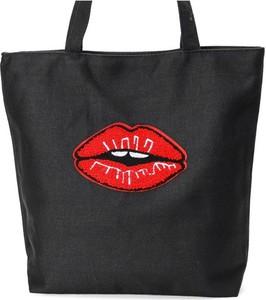 Czarna torebka Royalfashion.pl w młodzieżowym stylu z nadrukiem na ramię
