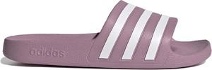 Różowe klapki Adidas w sportowym stylu