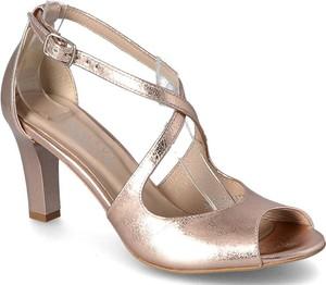 Złote sandały Kotyl ze skóry w stylu klasycznym na średnim obcasie