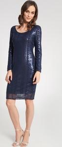 Niebieska sukienka QUIOSQUE dopasowana z okrągłym dekoltem