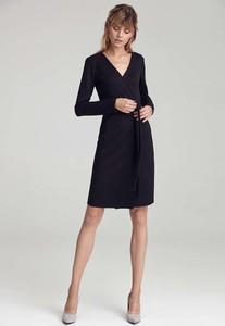 Czarna sukienka Nife trapezowa z dekoltem w kształcie litery v