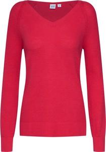 Czerwony sweter Gap z dzianiny