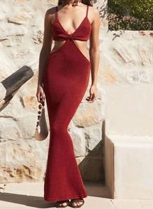 Czerwona sukienka Cikelly na ramiączkach maxi z dekoltem w kształcie litery v