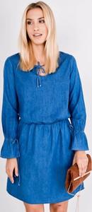 Sukienka Zoio z jeansu z żabotem z długim rękawem