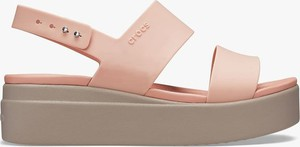 Różowe sandały Crocs w stylu casual z klamrami na średnim obcasie