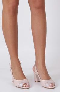 Różowe sandały Sergio Leone z klamrami na słupku