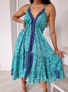 Turkusowa sukienka Ottanta z dekoltem w kształcie litery v na ramiączkach midi