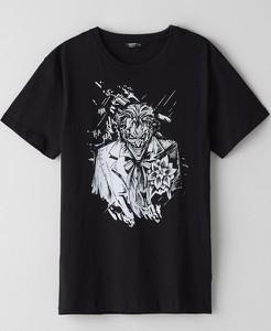 Czarny t-shirt Cropp z nadrukiem z krótkim rękawem