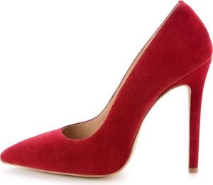 Czerwone szpilki Prima Moda na wysokim obcasie ze spiczastym noskiem