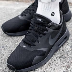 Granatowe buty sportowe Nike w sportowym stylu sznurowane
